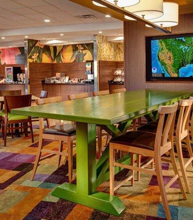 Hutchinson, Канзас: Farm Table
