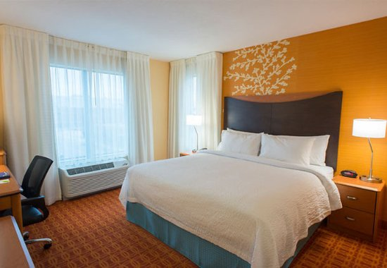 Fairfield Inn & Suites Tulsa Downtown: King Guest Room