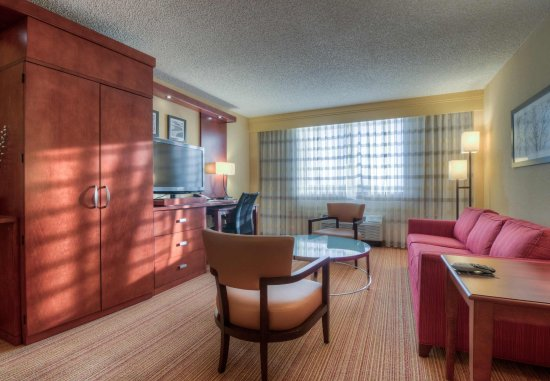 Killeen, TX: Executive King Suite - Living Area