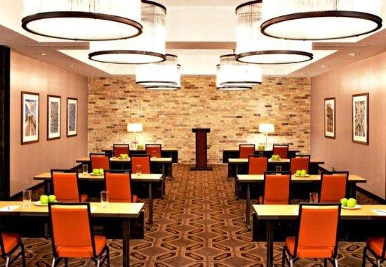 Fairfield Inn & Suites Milwaukee Downtown: The Straus Room