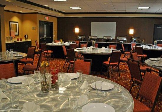 Evansville, IN: Acorn Meeting Room – Banquet Setup
