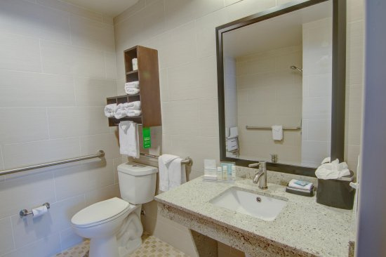 Trophy Club, TX : Accessible Bathroom