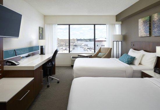 Delta Hotels by Marriott Kingston Waterfront : Queen/Queen Harbour View Guest Room