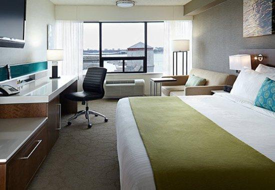 Delta Hotels by Marriott Kingston Waterfront : King Guest Room