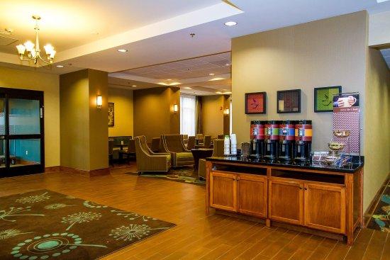 HamptonInn Fayetteville Lobby