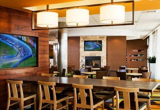 Tustin, CA: Breakfast Room & Fireplace