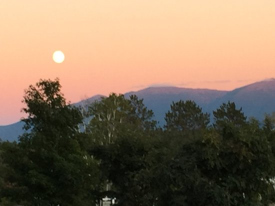 Whitefield, Нью-Гэмпшир: Full moon and lavender sky early evening on the front porch