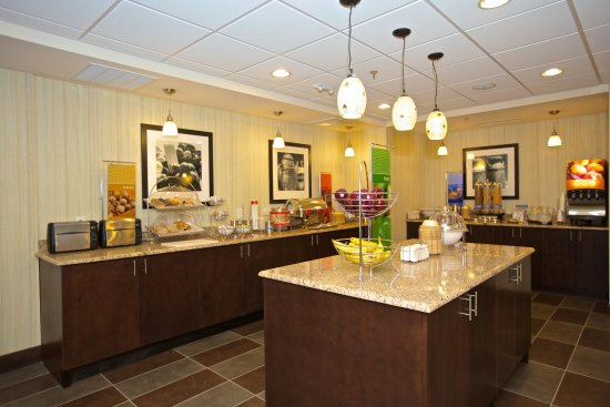 Adairsville, GA: Breakfast Serving Area