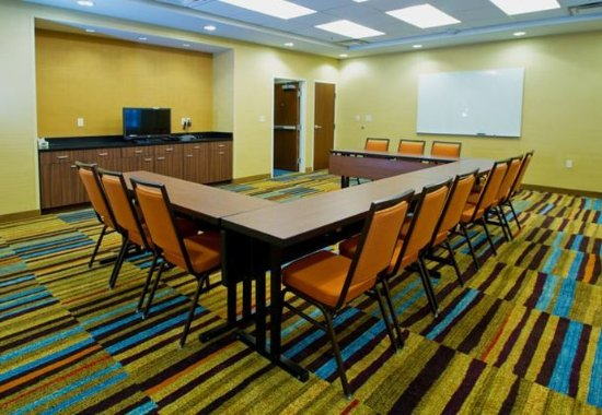 Wentzville, MO: Meeting Room – U-Shape Setup
