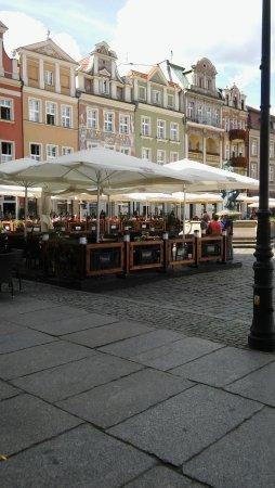 Old Market Square: Kamienice oraz ogródki piwne.