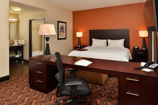 Hampton Inn & Suites Harvey/New Orleans West Bank: King Room