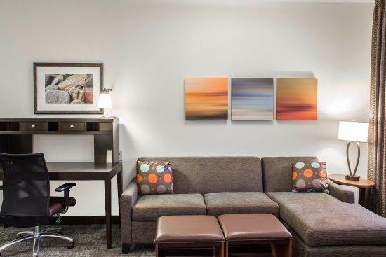 Jacksonville, Carolina del Norte: Standard/Studio Desk and Sleeper Sofa