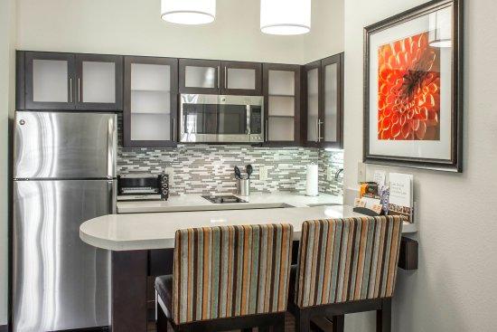 Jacksonville, Carolina del Norte: 1 BDRM Suites Kitchen