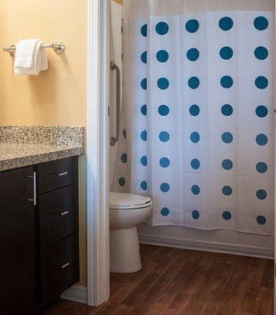 Port Arthur, TX: Suite Bathroom