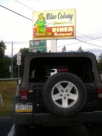 Newtown, CT : Sign