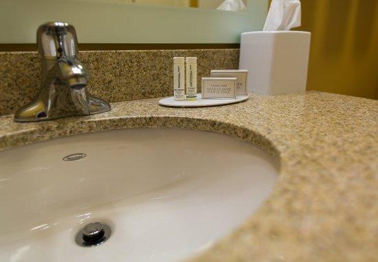 Lancaster, Californië: Suite Bathroom Amenities