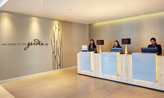 Hilton Garden Inn London Heathrow Airport: Reception Close-Up
