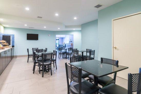 Alma, AR: Breakfast Area