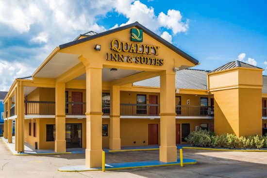 Quality Inn and Suites: Exterior