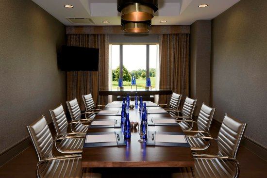 Oak Brook, IL: Boardroom