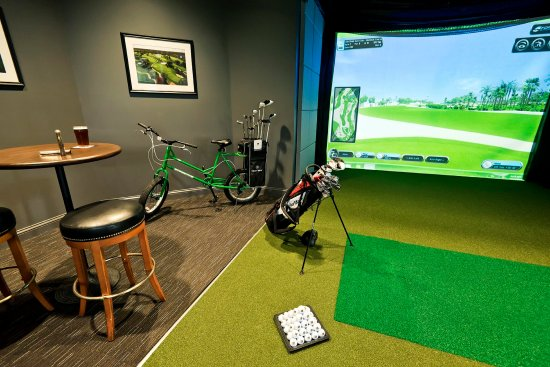 Oak Brook, IL: Golf Simulator