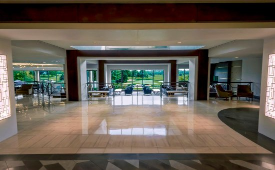 Oak Brook, IL: Lobby Golf View