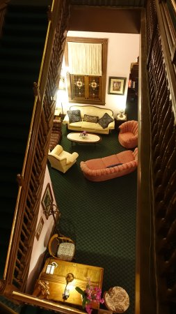 Palace Hotel Port Townsend: The stairs are steep, but there are places to rest on your way to the third floor
