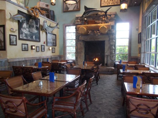 Independence, MO: Great seating by the fireplace