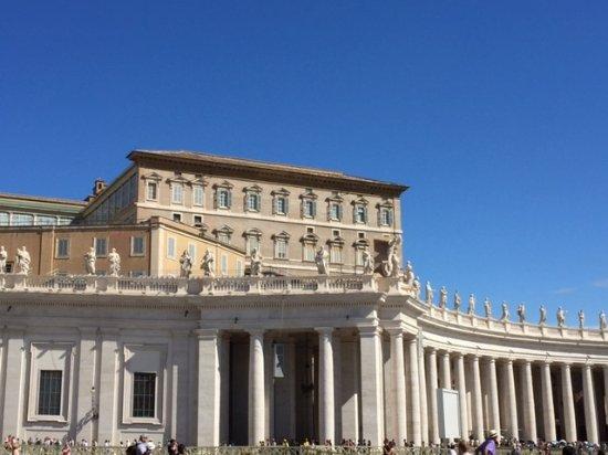 Petersplatz (Piazza San Pietro): 広場の柱廊