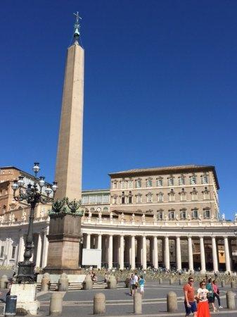 Petersplatz (Piazza San Pietro): 美しい広場の光景