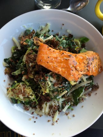 Katy, Τέξας: Brussels Sprouts Super Salad with added Salmon