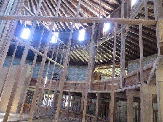 Pittsfield, ماساتشوستس: Inside the barn