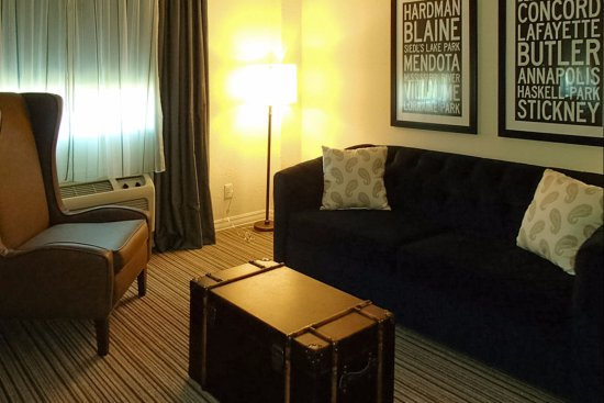 South Saint Paul, MN: Boutique Suite