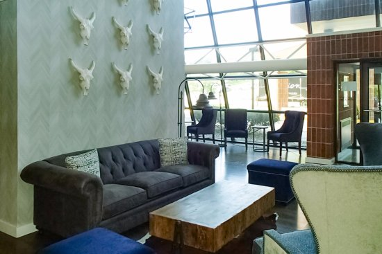 South Saint Paul, MN: Lobby