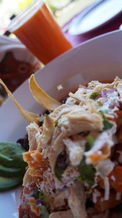 Quelite : Chilaquiles con pollo