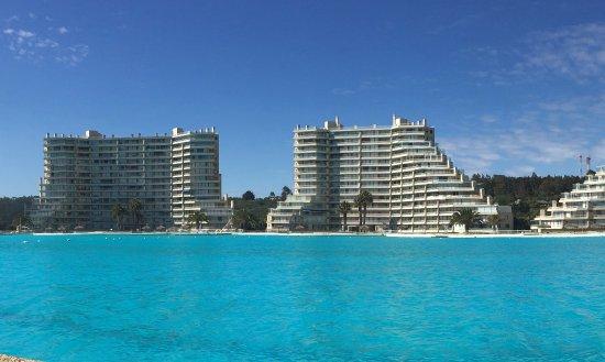 San Alfonso del Mar: vista da piscina e apartamentos