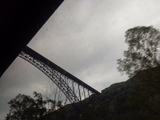 New River Gorge Bridge: Bridge from river bottom