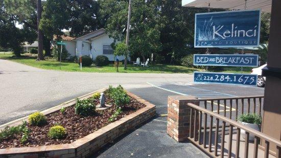 Long Beach, MS: Kelinci Sign and Garden