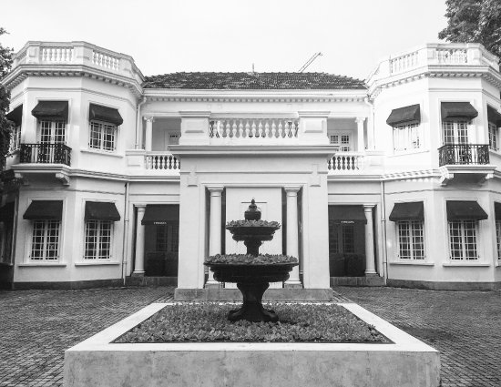 Paradise Road Tintagel Colombo Photo