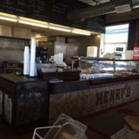 Henry's Barbecue: Inside Henry's BBQ