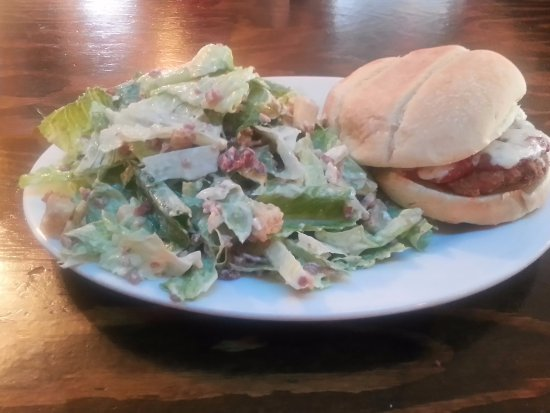 Wolfe Island, Kanada: Chicken Parmesan Burger served with a caesar salad