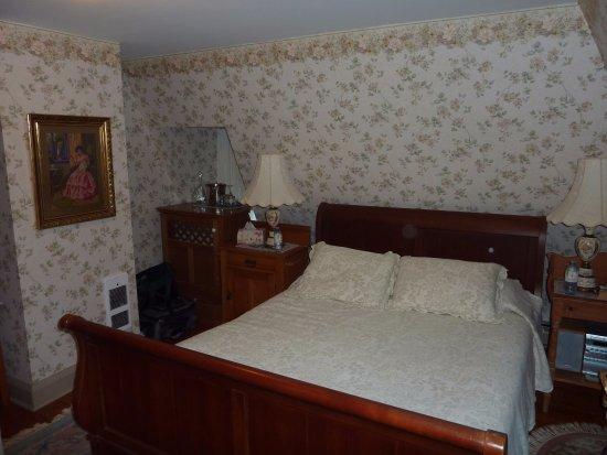 Barachois Inn: Top floor room,very comfortable