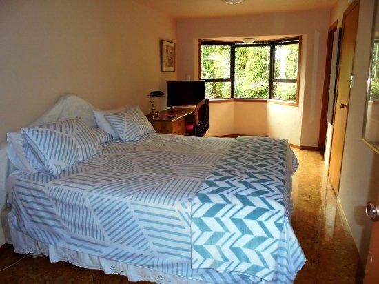 Warkworth, นิวซีแลนด์: The garden view super king bedroom 1 with en suite bathroom
