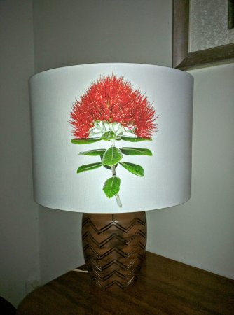 Warkworth, New Zealand: Our lovely pohutukawa lampshade in lounge