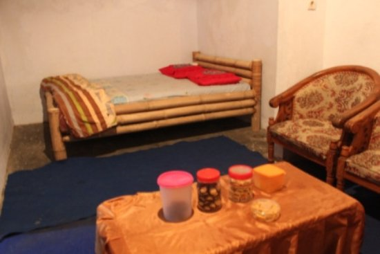 Bondowoso, Indonesia: Suite room with hand made Bamboo bed with comport matras