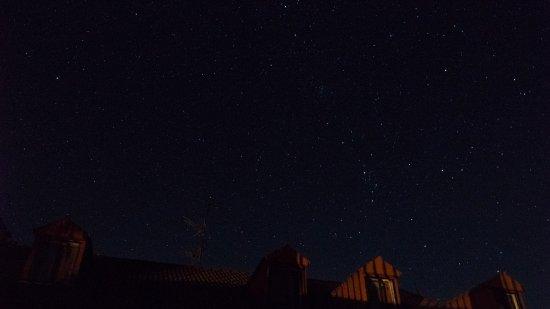 Navarredonda de Gredos, Spanien: Cielo estrellado tomado desde la terraza del hostal