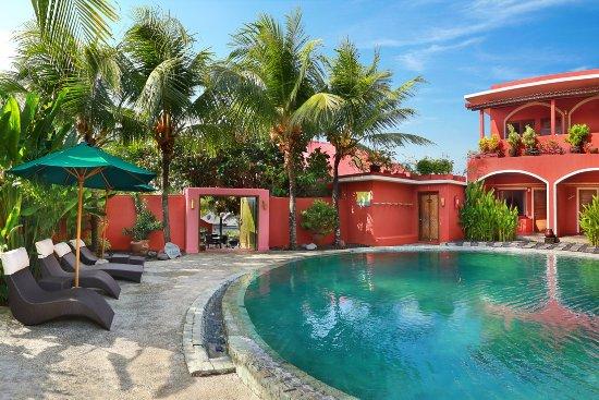 PinkCoco Bali: Round Swimming pool
