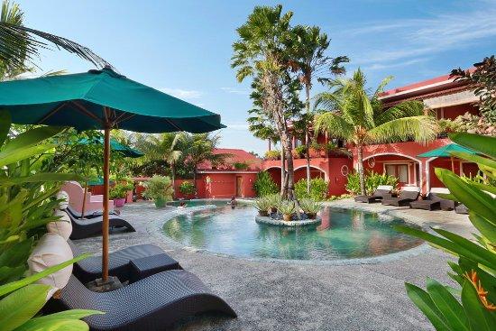 PinkCoco Bali: Garden and Pool area