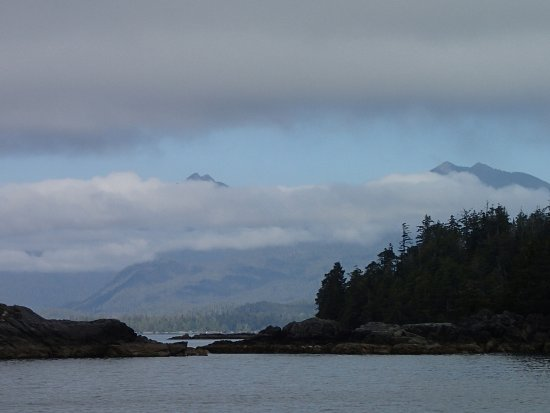 Ucluelet, Kanada: Mainland Victoria Island from the Broken Group Islands