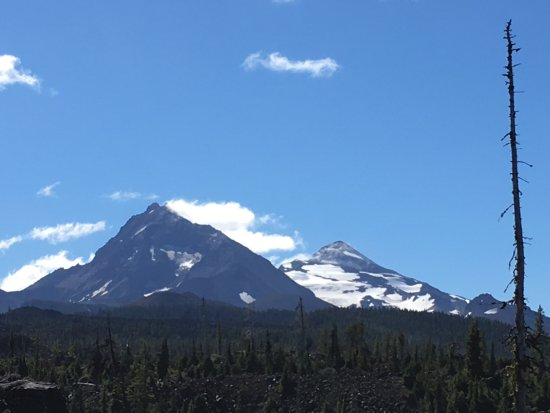 ‪‪Sisters‬, ‪Oregon‬: view of North and Middle Sister‬